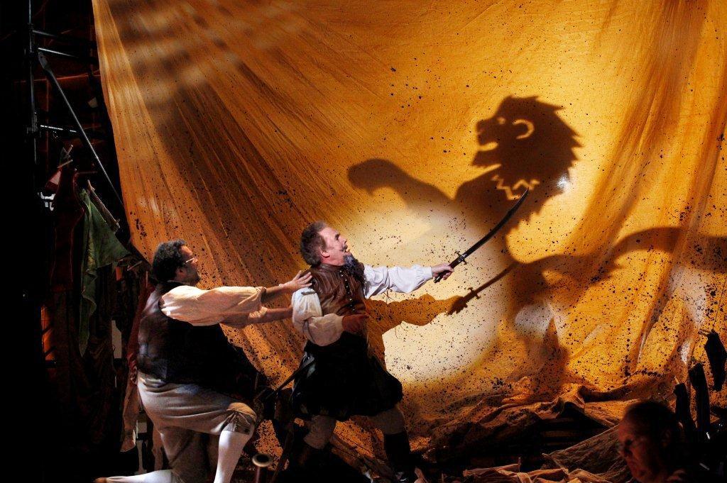 Master Peter's Puppet Show & What Next? review – Simon Parris: Man