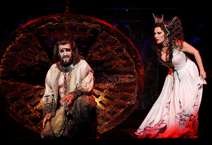 Thomas Hall as Jokanaan, Cheryl Barker as Salome Opera Australia SALOME