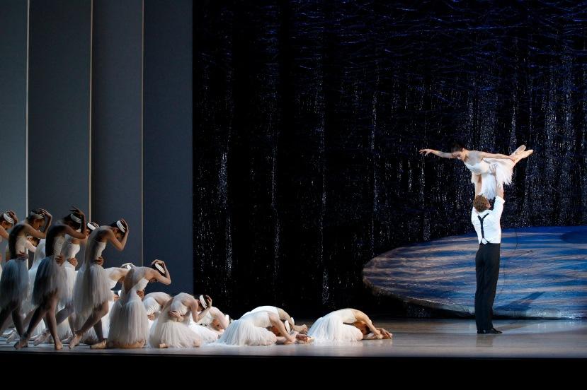 Amber Scott, Adam Bull, corps Australian Ballet Graeme Murphy's Swan Lake