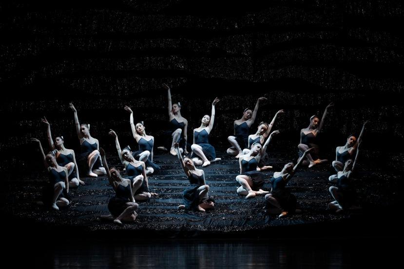 Australian Ballet Graeme Murphy's Swan Lake