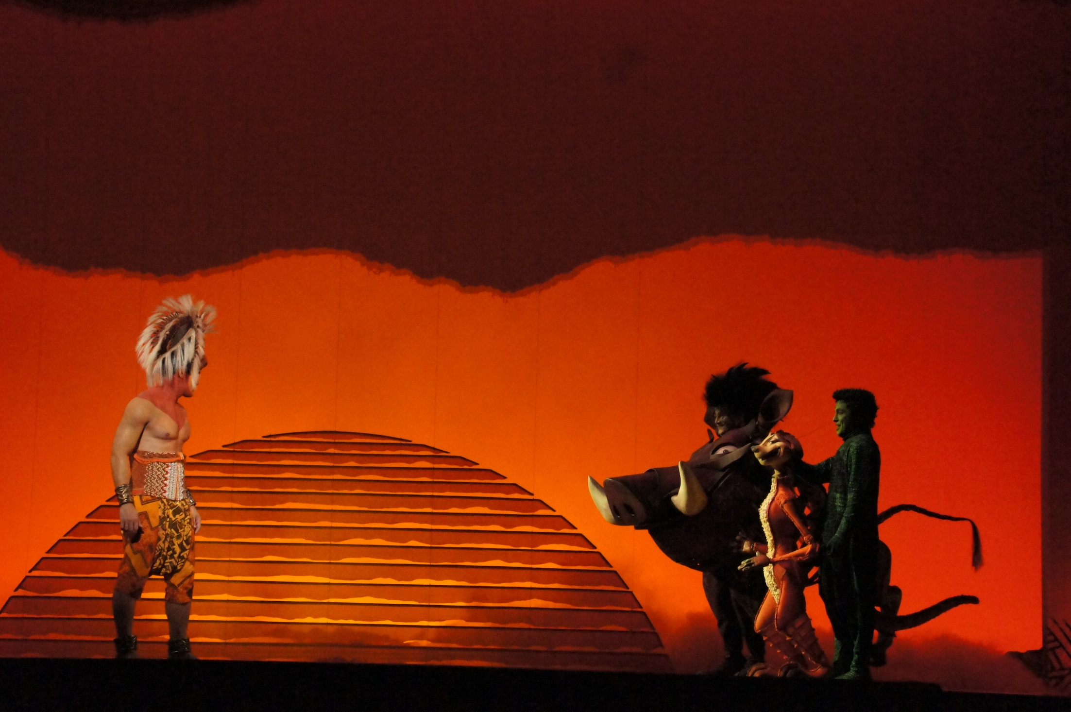 the lion king sydney sneak peek � simon parris man in chair