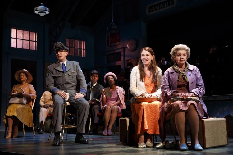 Violet Broadway Sutton Foster, bus