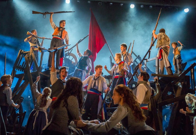 LES-MISERABLES-AUSTRALIA-2014-Barricade