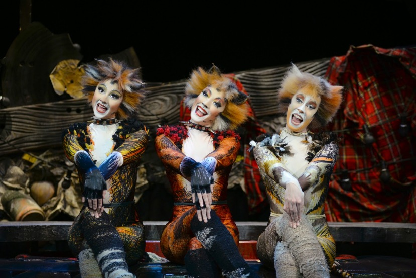 Cats, London Palladium, Demeter (Zizi Strallen), Bombalurina (Charlene Ford), Jellylorum (Clare Rickard)