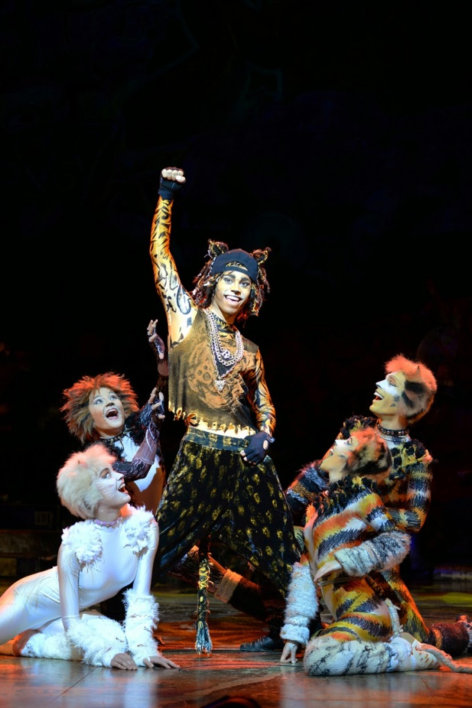 Cats, London Palladium, Hannah Kenna Thomas (White Cat), Natasha Mould (Jemima), Antoine Murray-Straughan (Rum Tum Tugger), Dawn Williams (Rumpleteazer), Benjamin Yates (Mungojerrie)