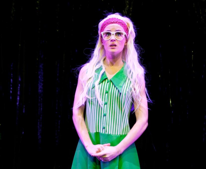 A Super Brady Cabaret, Sophie Weiss, Jan Brady