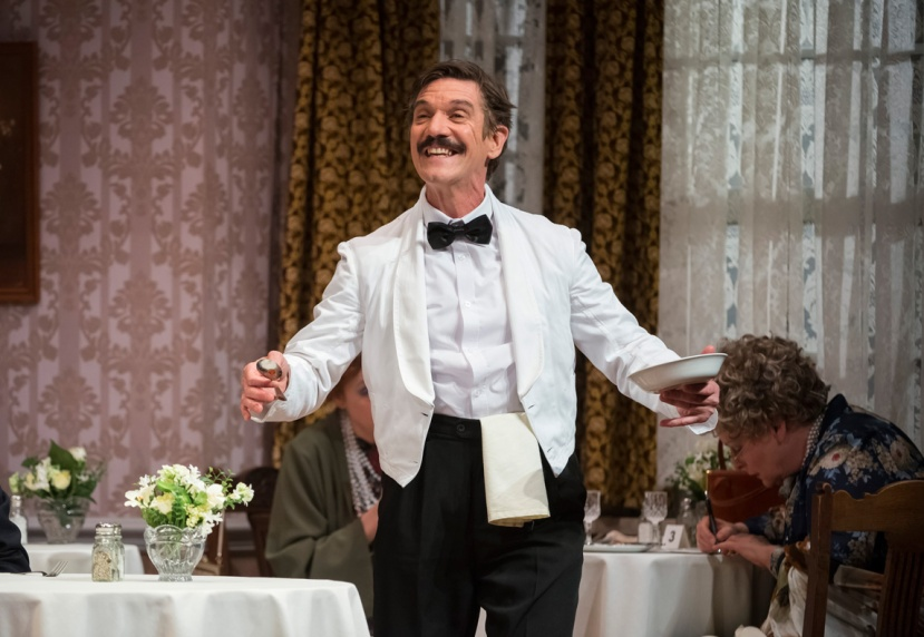 fawlty-towers-live-syd-brisbane-as-manuel