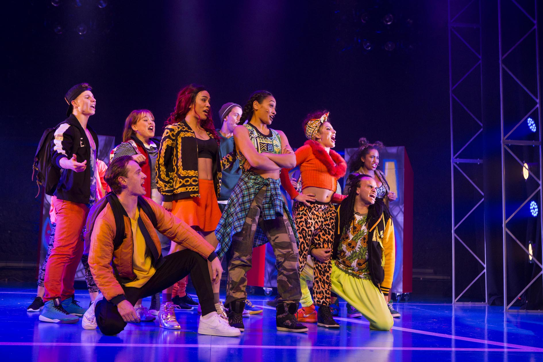bring it on the musical review simon parris man in chair